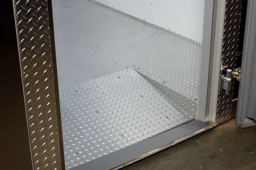 Arctic walk-in with ramp